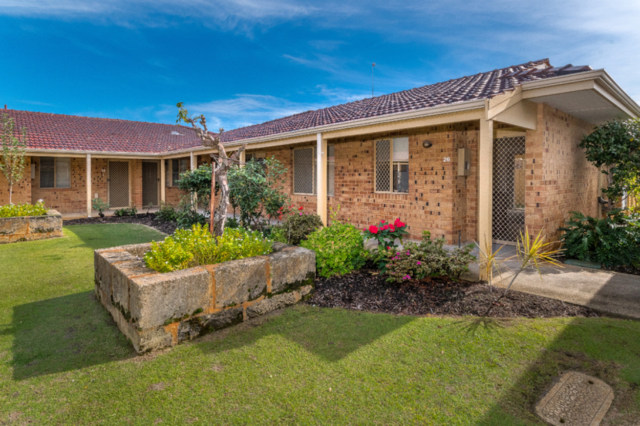 26 Lakeside Gardens - Charming home with lovely garden views