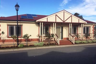 Spacious 3 BR villa with solar!