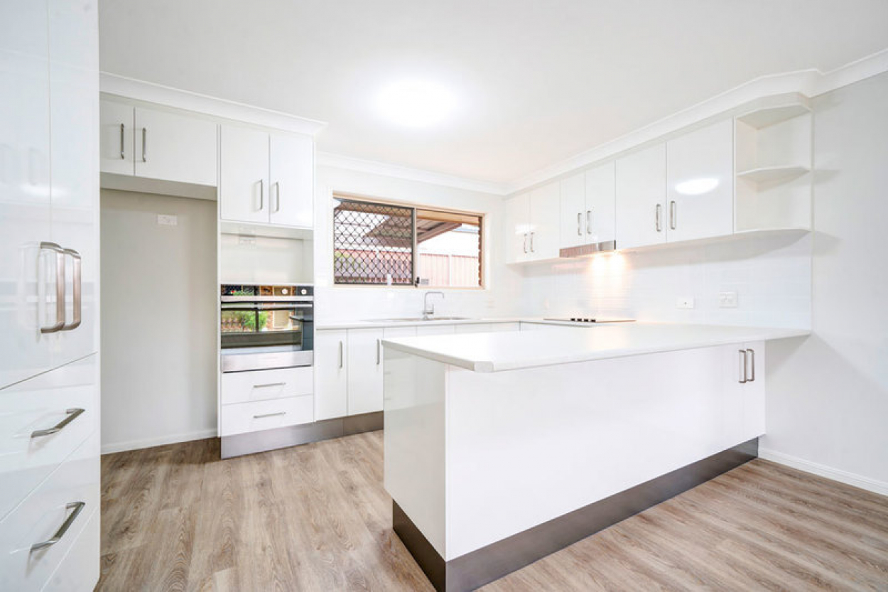 Beautiful East facing unit – fully refurbished In a nice quiet area