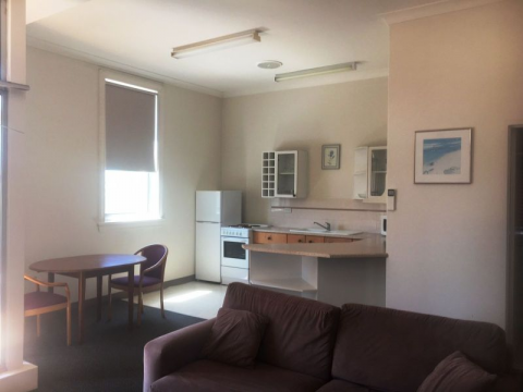 1 BEDROOM FURNISHED UNIT - EAST END - CLOSE TO NEWCASTLE BEACH