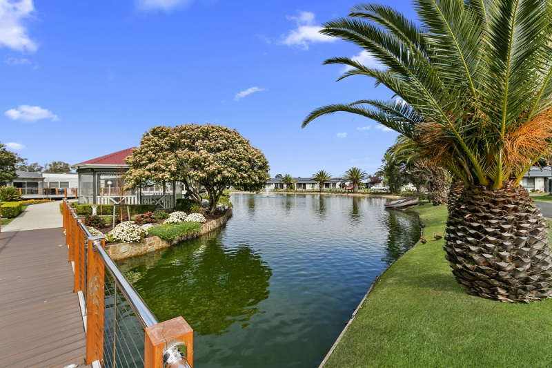 Spacious 2 bedroom retreat in the popular Patterson Lakes Village