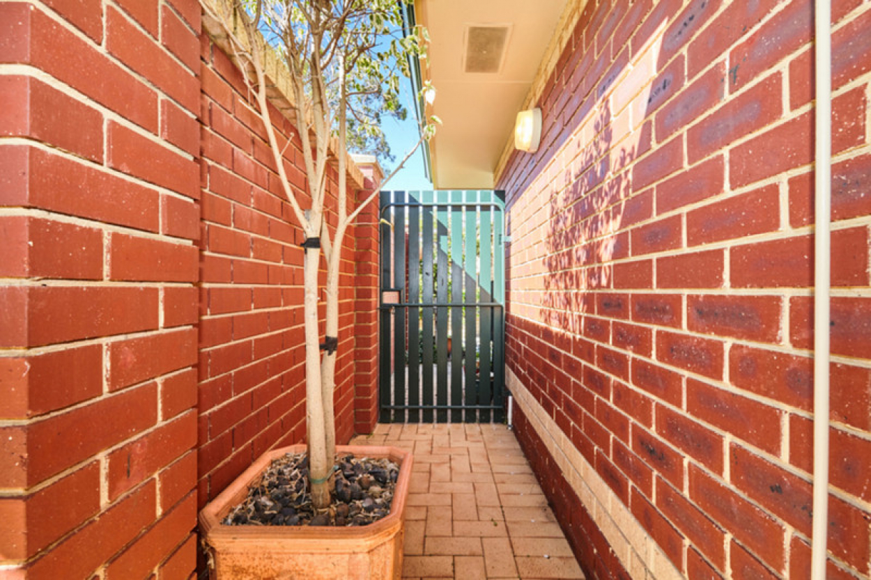 OVER 50's LIVING - 2BR DWELLING 3/3 Tipuana Green - O'Connor 6163 Retirement Property for Sale