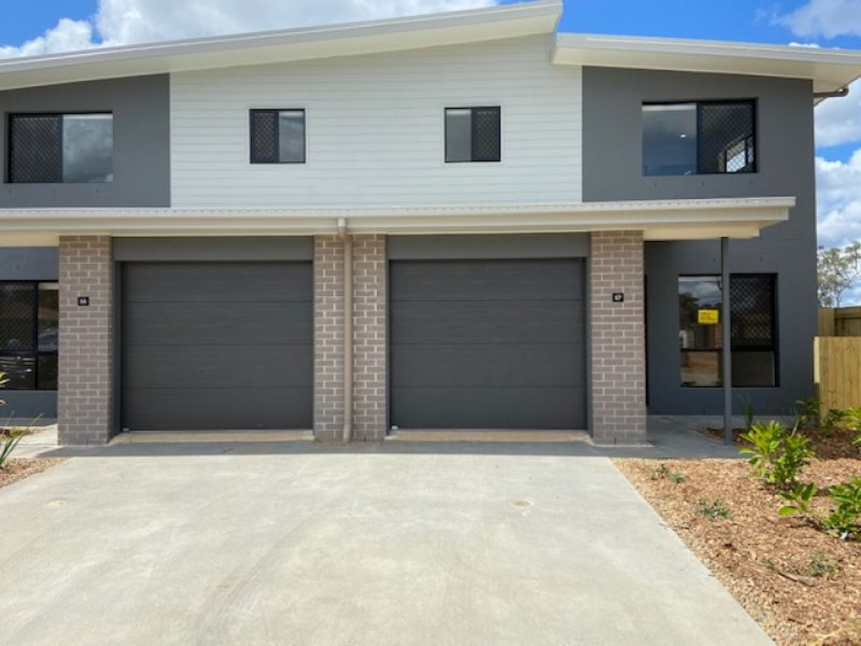 3 BEDROOM TOWNHOUSE - 2 Air Cons & Pets welcome