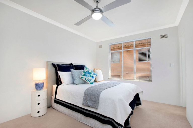 Renovated top floor apartment in prime location