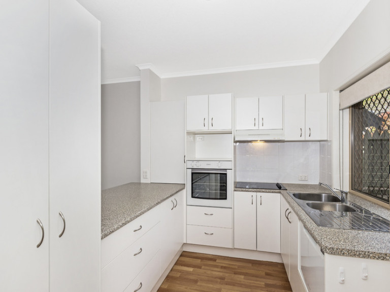 """Charming """"two bedder"""" with lovely seating area and gardens"""