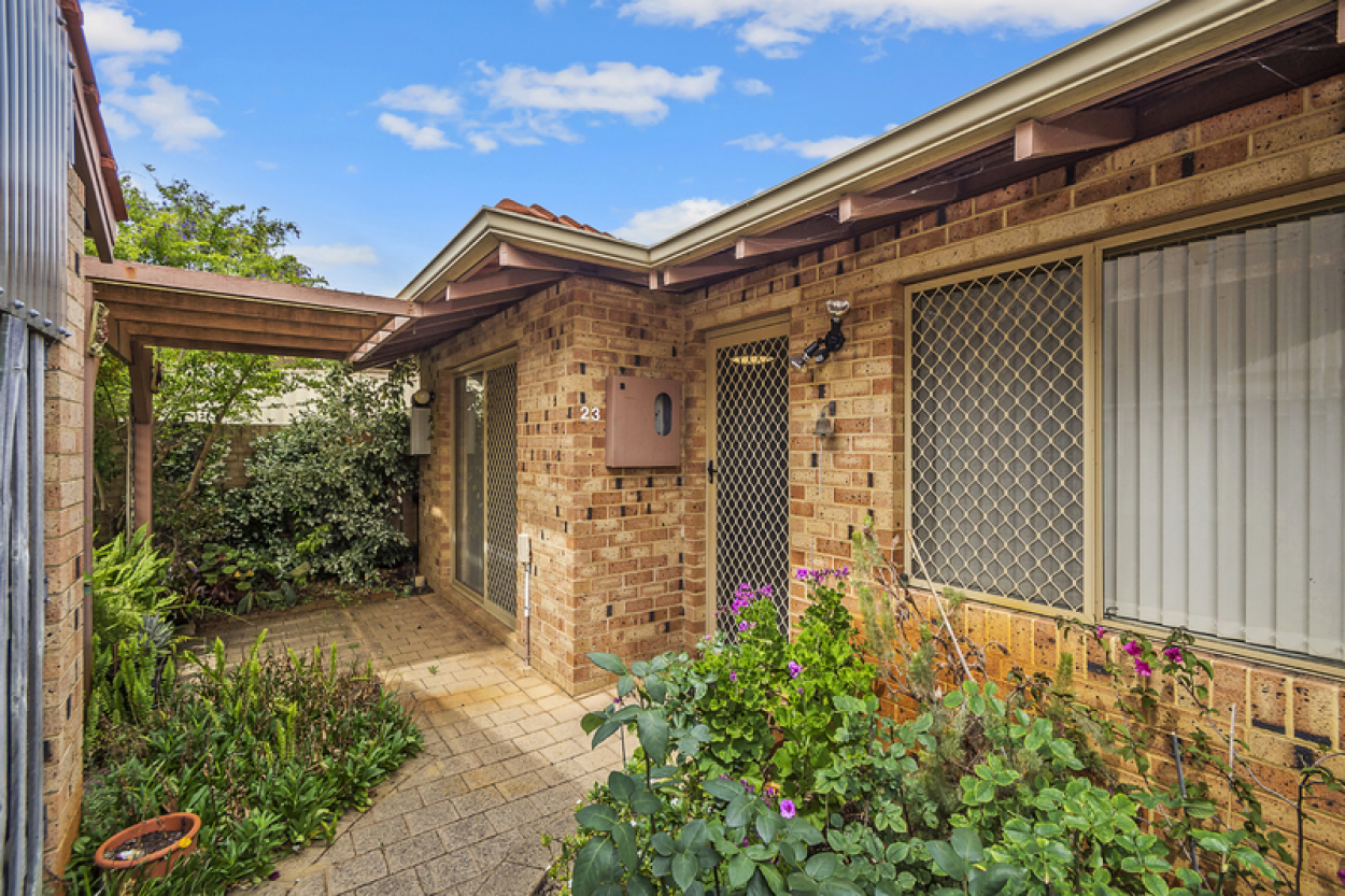 23 Windermere Estate -  Lovely back garden and courtyard filled with fruit trees