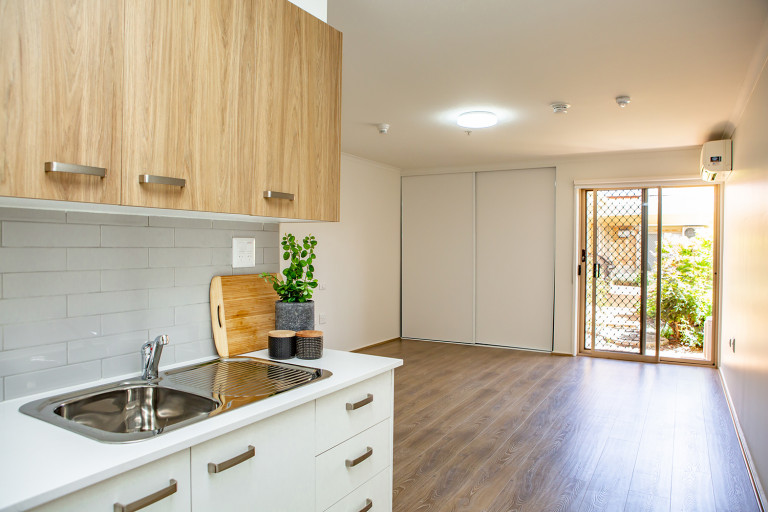 Stunning fully renovated Serviced Apartment, close to everything, Keilor Village