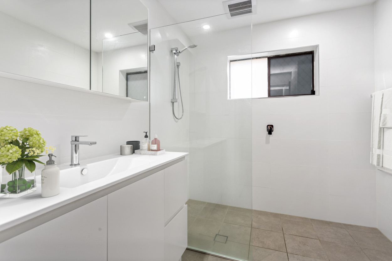 Very spacious newly downstairs renovated duplex