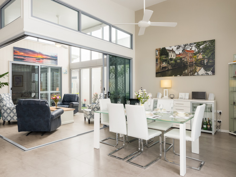 Looking for Style, with Direct access to the Broadwater