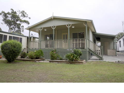 Waterfront Like New 3 Bedroom Manufactured Home - Bevington Shores Over 50's Village - Halekulani - NSW