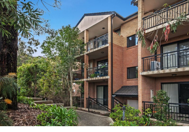 Near Waterfront CBD Apartment With easy Walk To rail Station
