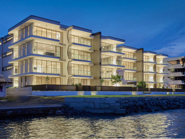 Ground Floor with Large Courtyard Absolute Riverfront Luxury