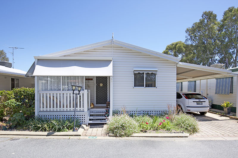 Spacious 3 Bedroom Home, Open Plan and Renovated at Mandurah Gardens Estate