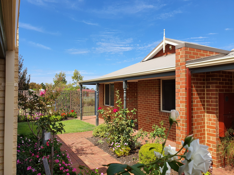A PERFECT COTTAGE CLOSE TO THE CLUBHOUSE - Unit 10