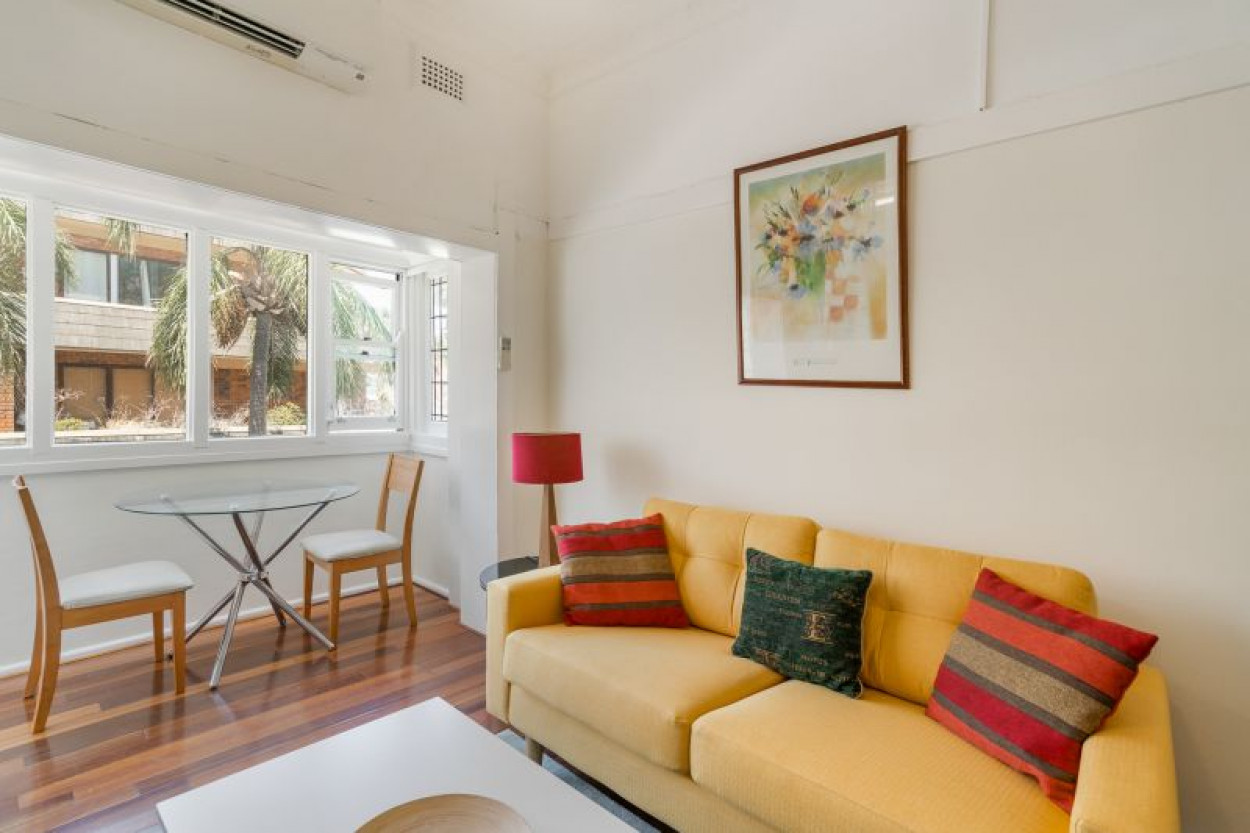 Fully Furnished 1 Bedroom Apartment Moments to Surf & Sand