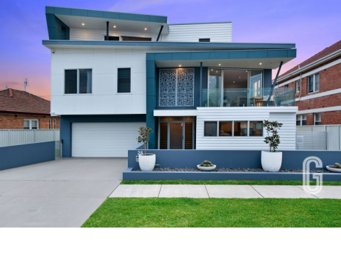 Executive Family living a stone's throw from Merewether Beach