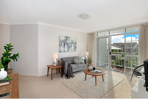 Sunny ground floor unit close to the club house!