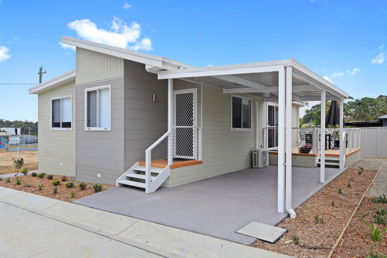 Suncoast's Dragon Fly is one clever 2 bedroom design with an optional multi-purpose room!