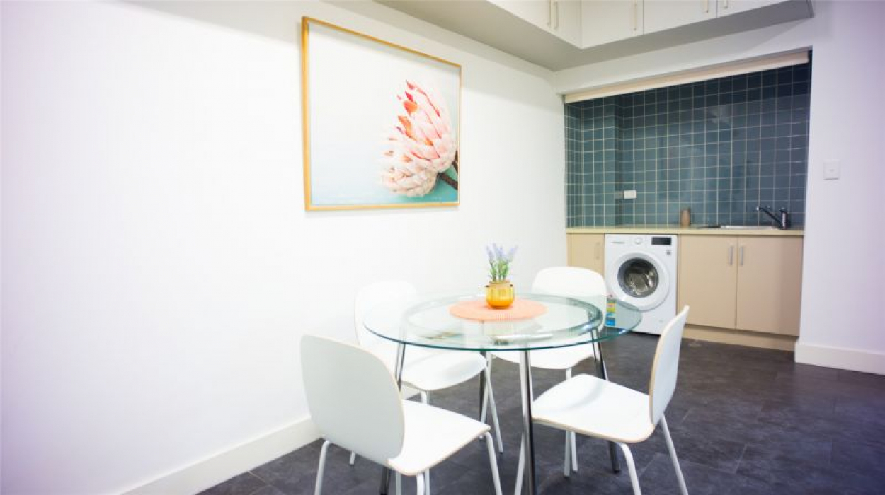 FULLY FURNISHED TOWNHOUSE - ALL UTILITLIE BILLS INCLUDED - CENTRAL LOCATION