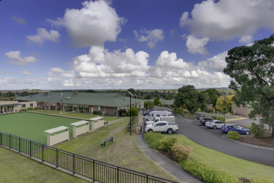 Beautifully presented apartment with lovely views!