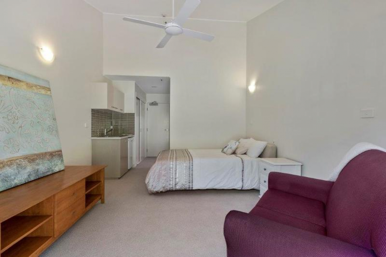 Modern & light filled studio apartment