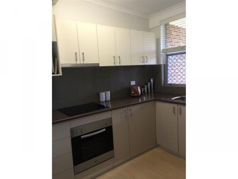 Fully furnished inner city apartment with parking