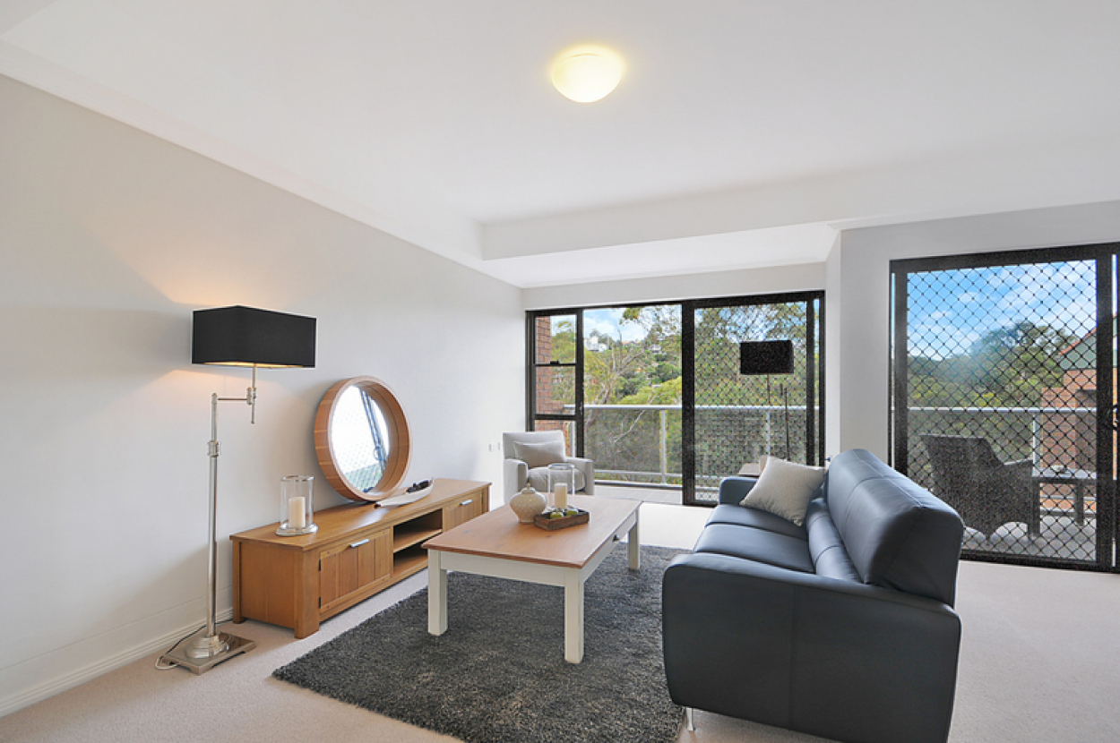 Light filled unit with gorgeous views