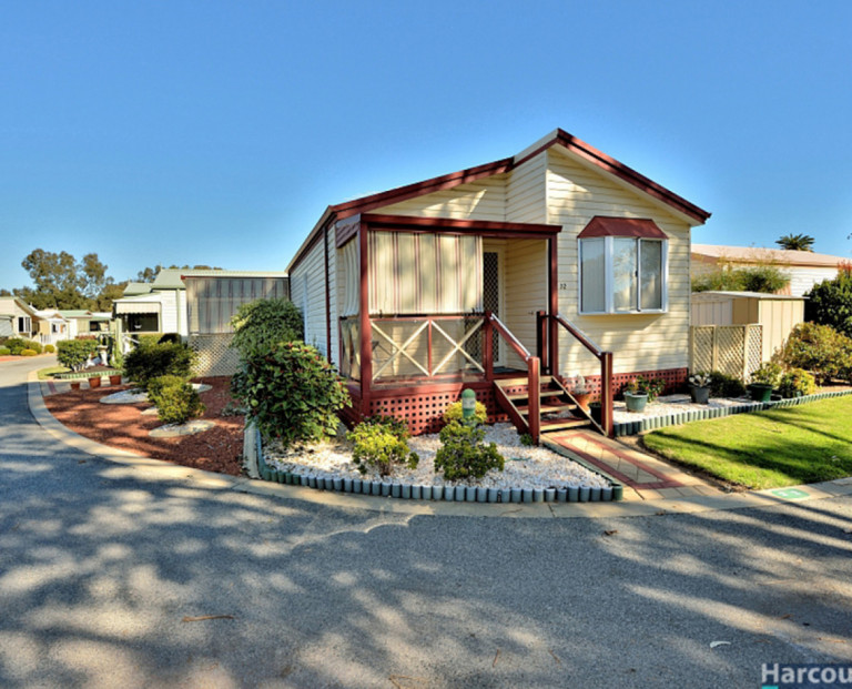2 Bedroom Home Next To Park and Lake at Mandurah Gardens Estate