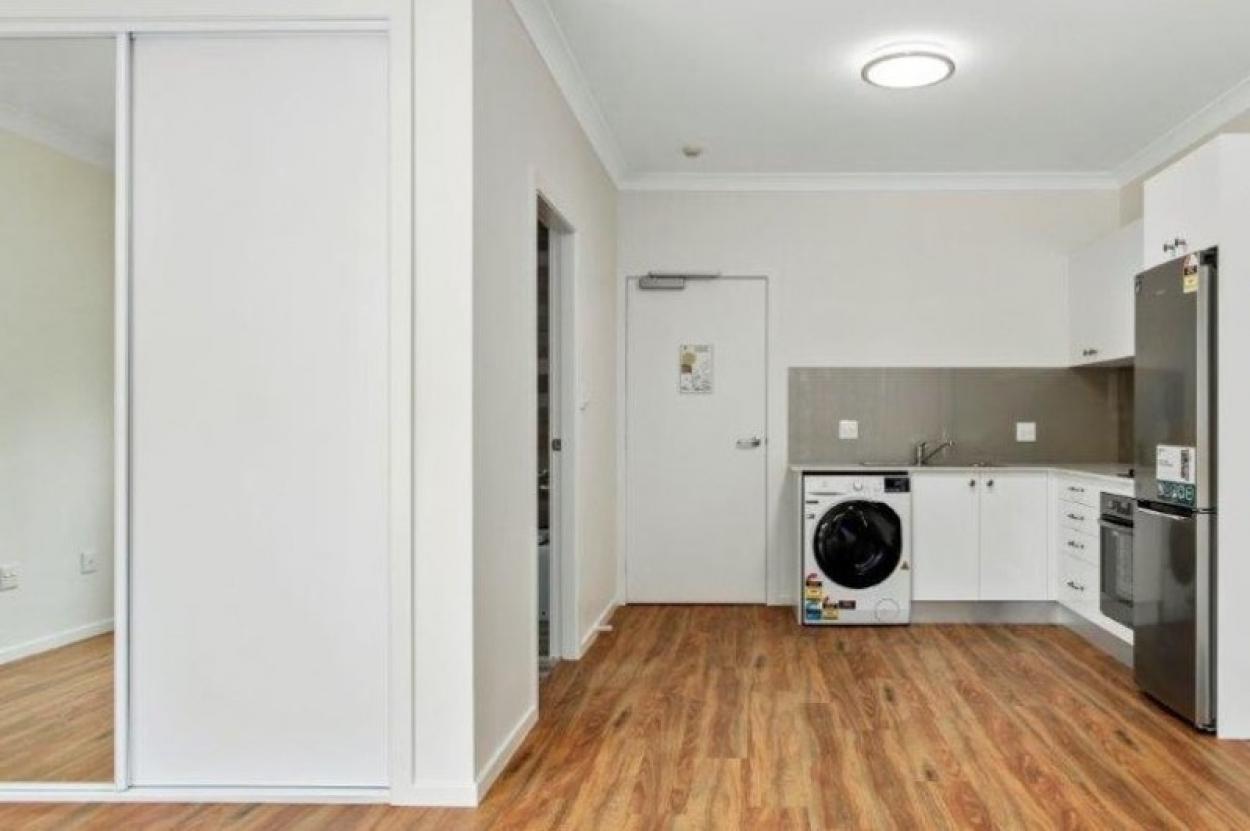 Fully refurbished studio unit in handy location