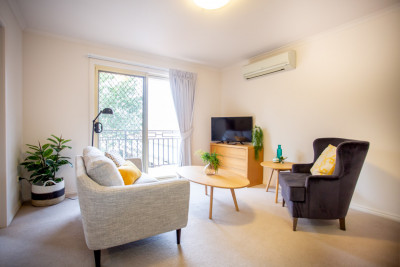Nurse onsite, gated secure village, meals+cleaning, lovely apartment close to everything - Burnside Village
