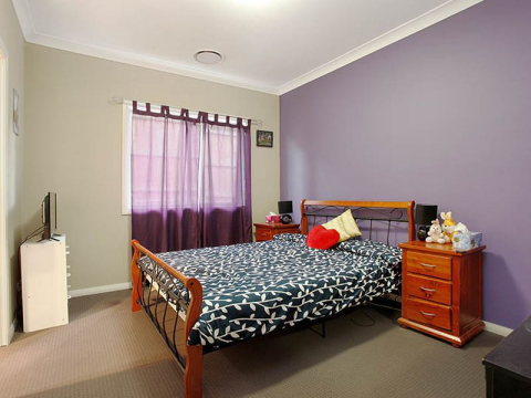 En suite available in Minto NSW 2566