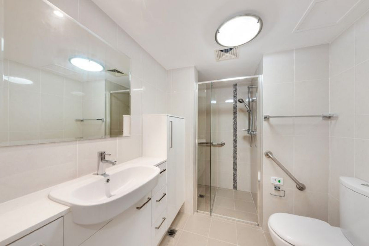 RARE FULLY RENOVATED STUDIO APARTMENT LOCATED ON THE GROUND FLOOR WITH AN EXCELLENT OUTLOOK