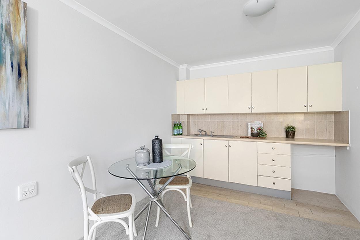 Sunny garden serviced apartment