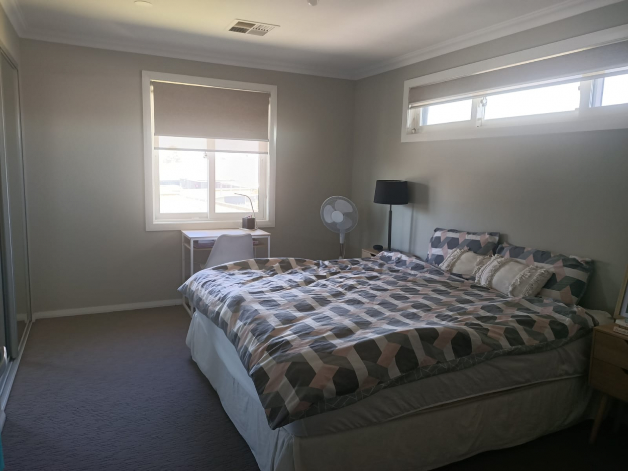 HUGE Private room in Edmondson Park (NSW) - Female only