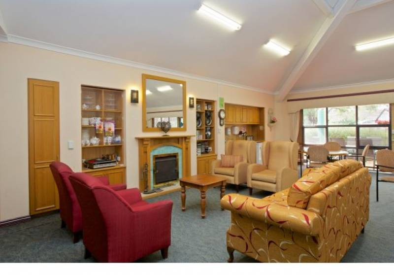 Frederick Guest Hostel is in the southern Perth suburb of Bull Creek, close to the Kwinana Freeway, the Bull Creek shopping complex and Bull Creek station on the Perth-Mandurah line.