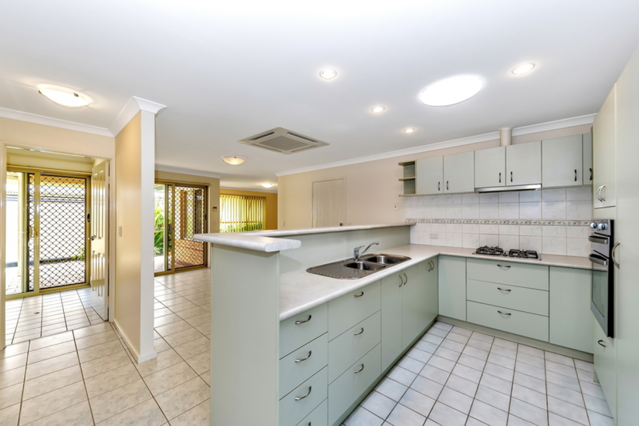 A beautifully presented, must see villa with entertainer's courtyard and set amongst lush rear gardens.