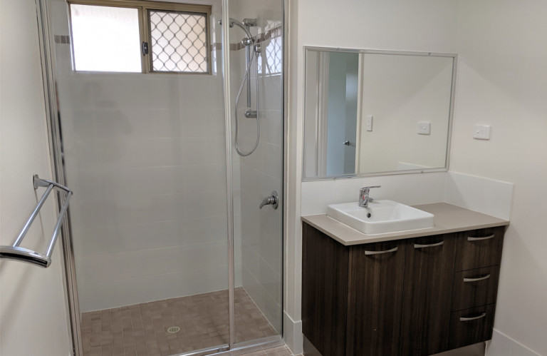 Amaroo Village - Beautifully Refurbished Villa with Brand New Kitchen
