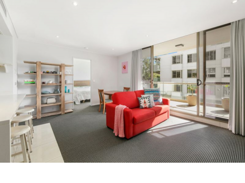 Sun Drenched North Facing Apartment – Prime Location