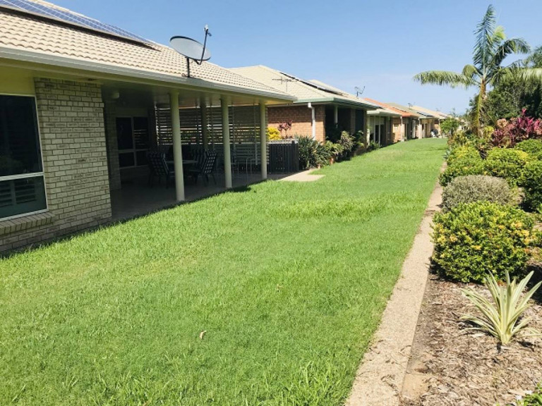 Large home with double garage - Carlyle Gardens