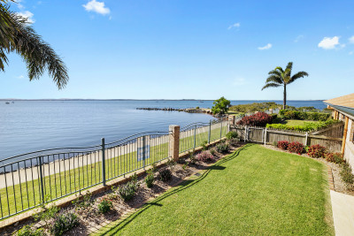 Stunning 3 bedroom villa overlooking Moreton Bay designed to delight!