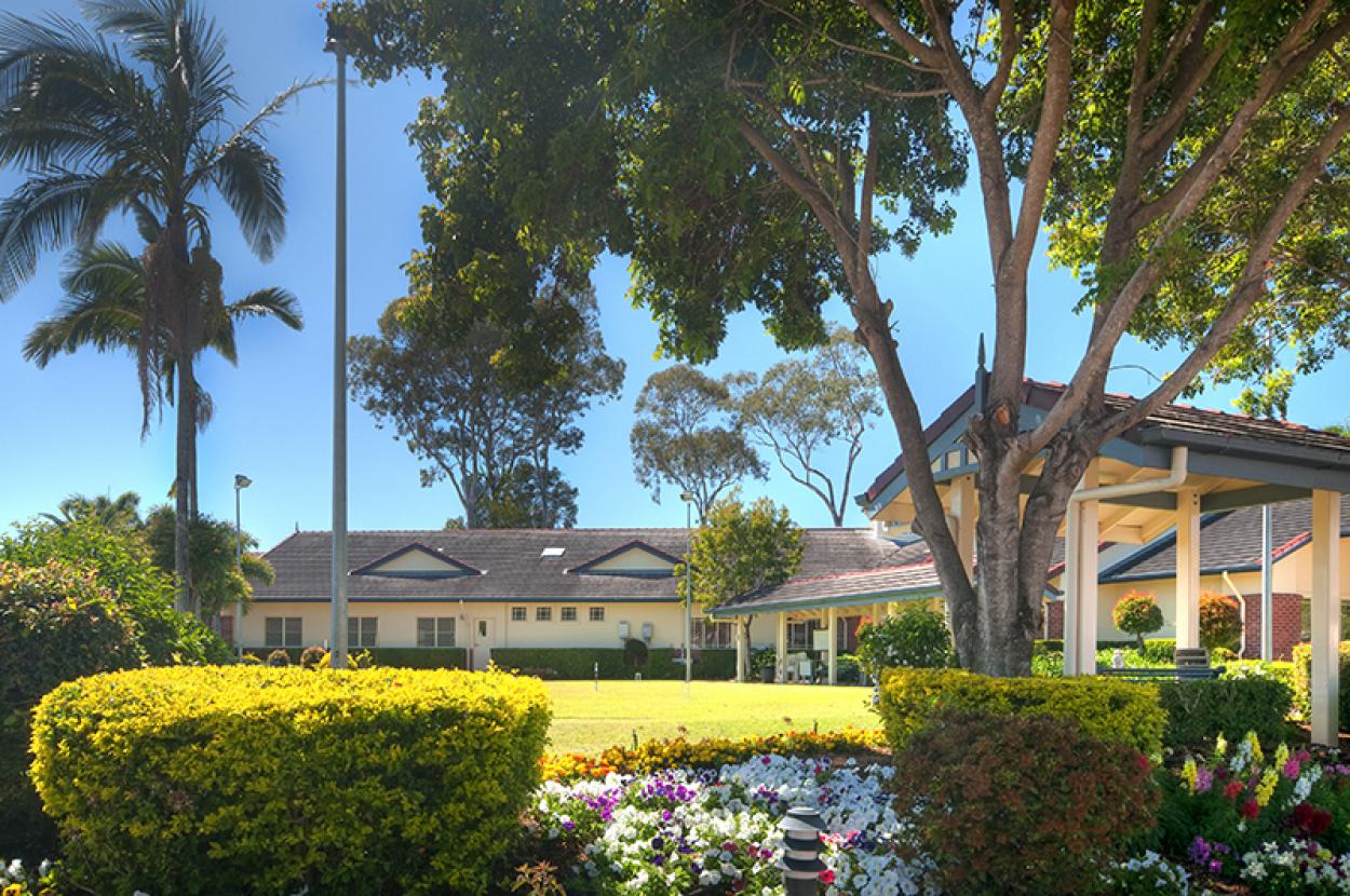 Sunny villa amongst beautiful gardens