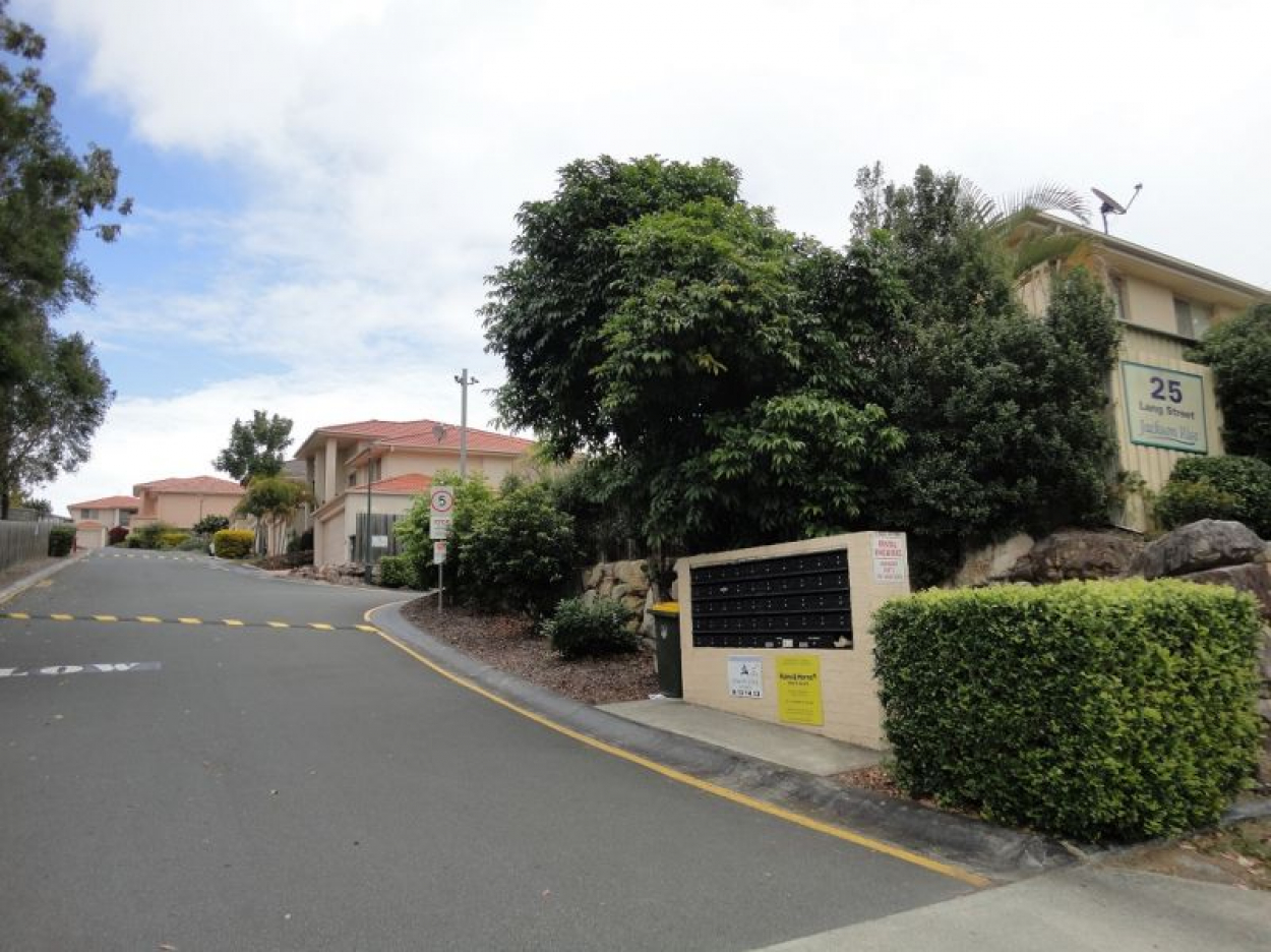41/25 Lang St., Sunnybank Hills. Modern 3 Bedroom townhouse - Handy to Bus and Train and Shops