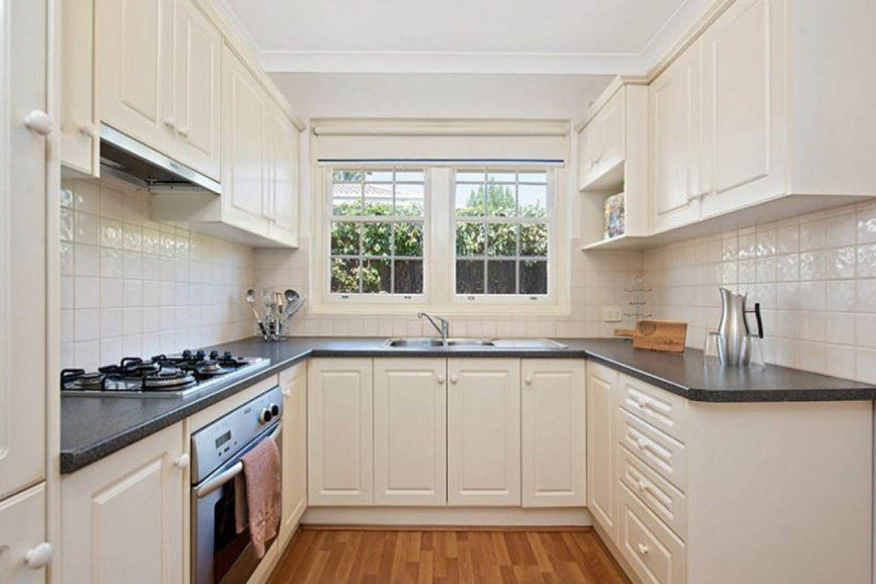 ATTRACTIVE UNIT IN THIS SOUGHT AFTER LOCATION!!