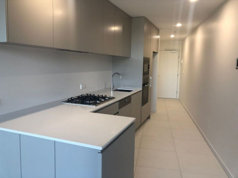 STUNNING 1 BEDROOM BRAND NEW APARTMENT WITH PARKING IN THE VERVE