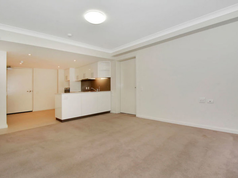 Recently upgraded, semi serviced apartment with stylish kitchen and bathroom