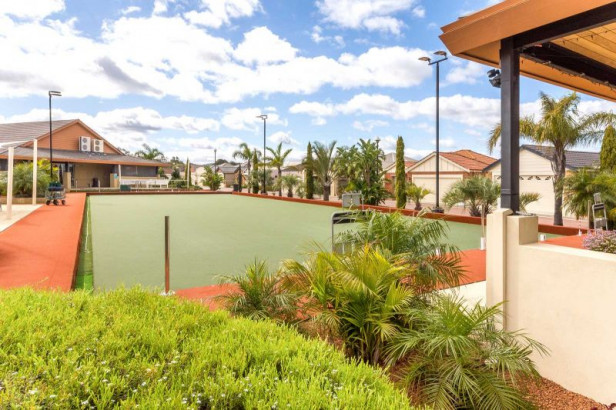 ARCADIA WATERS MADDINGTON - Great Location Close To The Club House