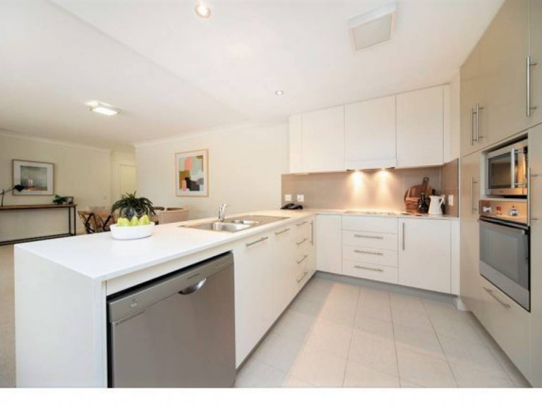 Large 3 bedroom apartment in the heart of Woden