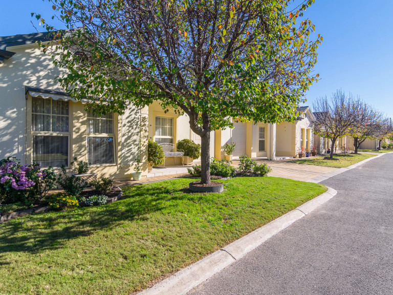 Luxury 2 bedroom home in a wonderful retirement community!