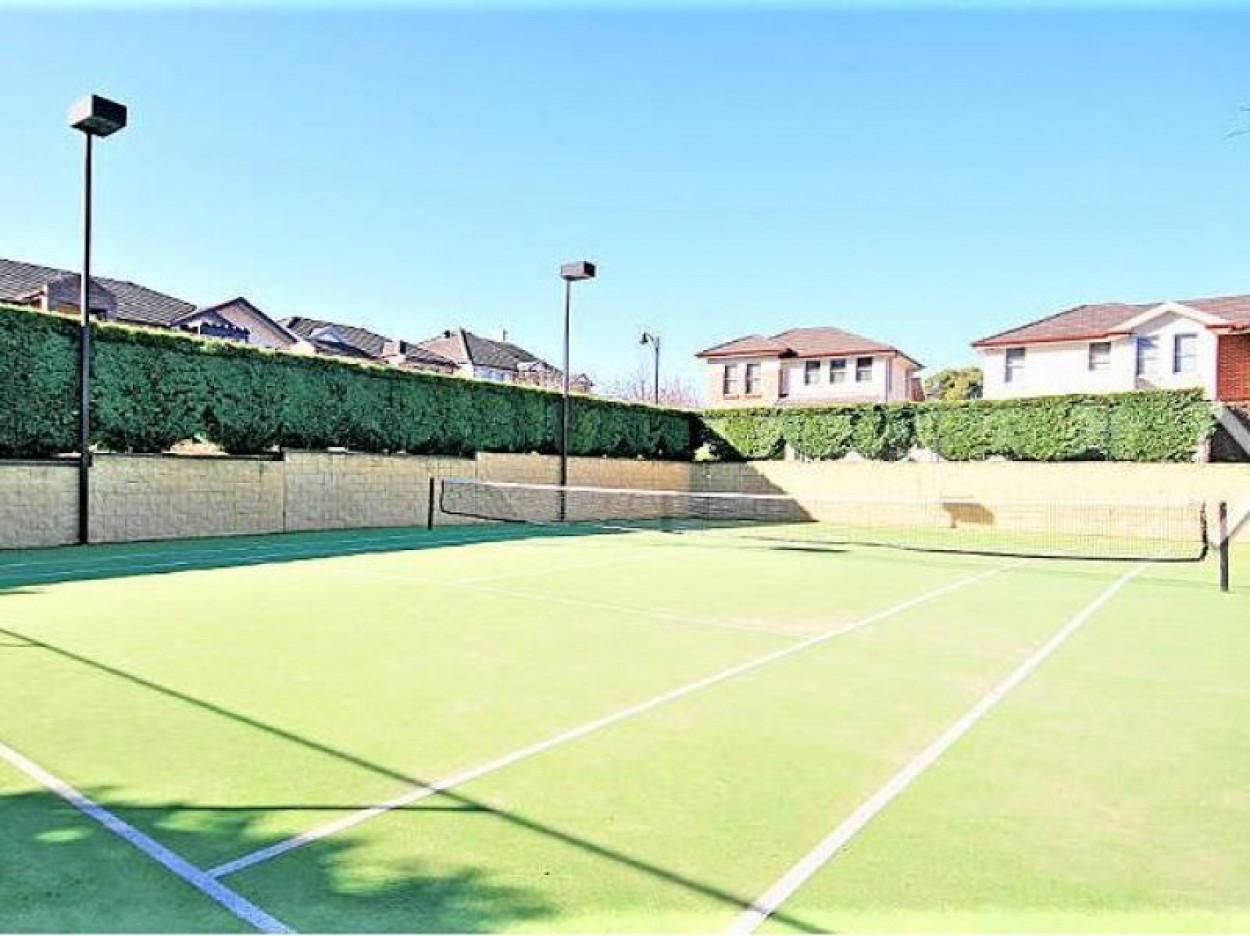 House-Sized Luxury Duplex Home in Prestigious Hunterford Estate close to  King's School