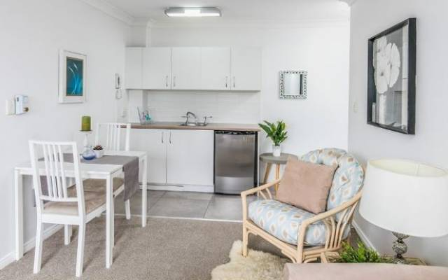 Sunny & Bright One Bedroom Serviced Apartment